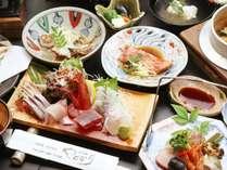海の幸をふんだんに使った会席風料理。当館3大人気メニューが味わえます♪