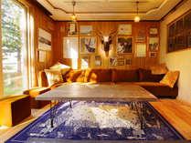 "【HOSTEL hanare】-談話室-""鹿""や""熊""といった知床の動物や自然にまつわるインテリアを。"