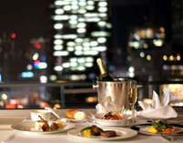 【期間限定スパークリングワイン付】100平米のスイートで大阪屈指の夜景とともに二人きりのディナーコース