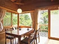 窓の外には一面の緑が広がります。森の新鮮な空気を存分にお楽しみ下さい。