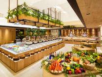 真新しい木の香る新会場のテーマは木と緑を基調とした「自然に近いレストラン」,長野県,ホテルアンビエント蓼科コテージ