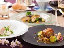 お手軽な料金でフレンチ料理を楽しめる「全4品」のコースです。