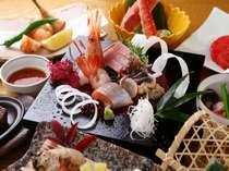 近海の魚介を存分にお召し上がりいただけます。盛り付けにもこだわりが光ります(イメージ)。