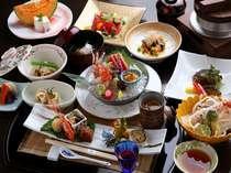 お食事処「苔庵」にていただく和食会席膳。目で舌で心ゆくまでお楽しみください(写真はイメージです)。