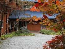 秋には紅葉が楽しめる宿