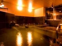 解放感あふれる大浴場は深夜2時までご入浴できます。朝も5時~9時までご入浴できます。