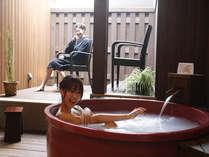 貸切露天風呂「更紗の湯」天然温泉とマイクロバブルのコラボ風呂でお肌もつるつる♪(バスローブは有料貸出)