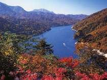 紅葉の奥只見湖