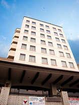 【島原ステーションホテル】島原城を望み、島鉄島原駅より徒歩8分。島原港から車で10分の好立地です。