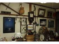 【玄関付近】レトロな柱時計や手作りの小物はみているだけでも楽しい
