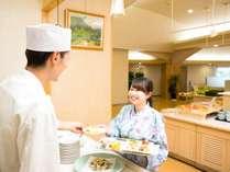 日替りメニューが好評のオープンキッチン(イメージ)