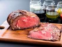 夕食ビュッフェで楽しめるアンガス牛のローストビーフ