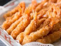 朝食/名古屋名物のエビフライは、みそかつと日替わりで登場します。