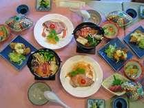 *夕食一例。季節の素材を使用した、和洋折衷のオリジナルメニューをご用意します。