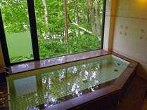 大浴場:男湯。ご利用時間は16時~23時50分、5時~8時30分となっています。
