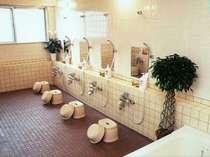 お仕事から帰ったら、まず一風呂あびてからお食事!1日の疲れを癒す大浴場