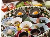 【自慢の朝食付き】バランス◎の朝食で1日をスタート♪1泊朝食プラン