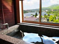 エクセルルームの客室風呂に浸かりながら絶景を眺める。