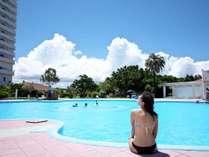 屋外プールは4~10月まで営業