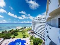 青い空、海に染まる沖縄リゾート