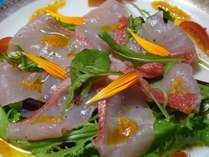 金目鯛のカルパッチョ・キンセンカのジェノベーゼソース。白身魚とこのソーズの相性はばっちり♪