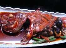 名物「金目鯛煮魚」一例。2~3名様用。ちょと甘くて、濃い目の味付が漁師風。