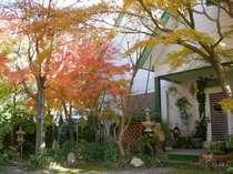 秋の正面玄関