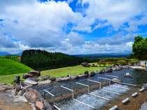 爽やかな高原の風を感じながら、大自然の露天風呂をお楽しみ下さい!