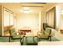和洋室広々とした空間で寛げます。