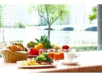 信濃川・萬代橋を眺めながら、ゆったりとしたご朝食