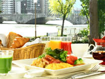 【朝食付】キラキラと朝日輝く信濃川を眺める優雅な朝タイム!新潟の旬がギュッと♪選べる和洋食