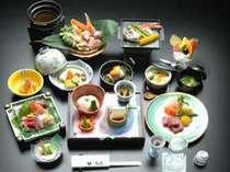 *【三日月膳一例】お鍋や炊き合わせ、焼き物、季節折々の食材が沢山です♪