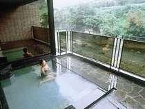 *【露天風呂】大自然に映える、清流を思わせるかのような無色透明な湯に心から温々と癒されるひととき。