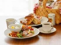 【選べる朝食(1)】 お部屋でいただく朝食バスケット (メニュー一例)