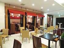 レストラン前、テラスで喫茶やお食事をお楽しみいただけます。