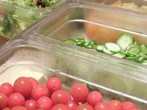 県産野菜も使用したシャキシャキのサラダです。