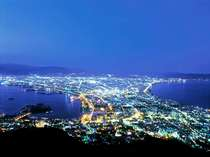 函館夜景が見られるロープウェーまでは徒歩10分です。是非おすすめです。