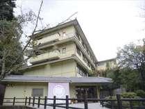 厳島神社よりも歴史が古いとされている大元神社そのお膝下にあるのが当旅館です。