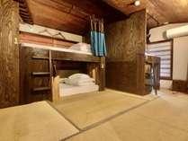 ●4名定員女性ドミトリー●バンクベッドの女性専用の相部屋。ベッドにロッカー付きです。