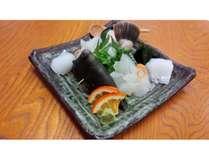 旬の地魚盛り合わせ♪1620円よりご予約承ります。(要予約)