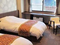 令和元年12月新設・本館洋室です。手すり付トイレを備える等バリアフリーに配慮した設計の客室です。