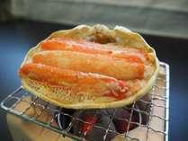 炭火で炙ったカニの香りがより一層食欲をそそります♪