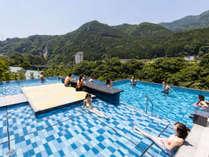 *【おぷーろ(一例)】温泉×プール=おぷーろ!鬼怒川を眺めてリラックスできます!