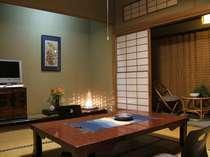標準客室「明石」は今では珍しい舟形天井で、風情豊かなかつての生活を体感できる