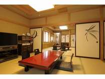 特別室『蝶の間』は10畳+15畳の2間構成。三世代旅行にもおすすめです。