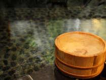 源泉かけ流し、熱めのお湯が特徴の芦名の温泉は肌に優しい単純泉。