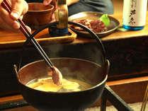 おいしいお酒と共に囲炉裏を囲むお食事時間をお楽しみください