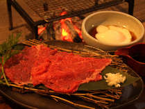 リピーターに人気の特選会津牛で贅沢いろり焼きしゃぶ。会津地鶏の温泉玉子とどうぞ♪
