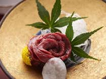 特上会津馬刺し(桜刺し)採れる量は非常に少なく、希少。そのまろやかな食感を堪能あれ