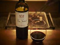 様々なワインを取り揃えています。全て有機ワインで、芦名の料理によく合います